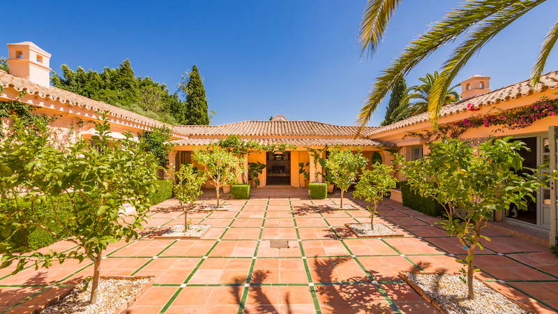 A LUXURY CORTIJO STYLE VILLA OF AN EXCEPTIONAL STANDARD